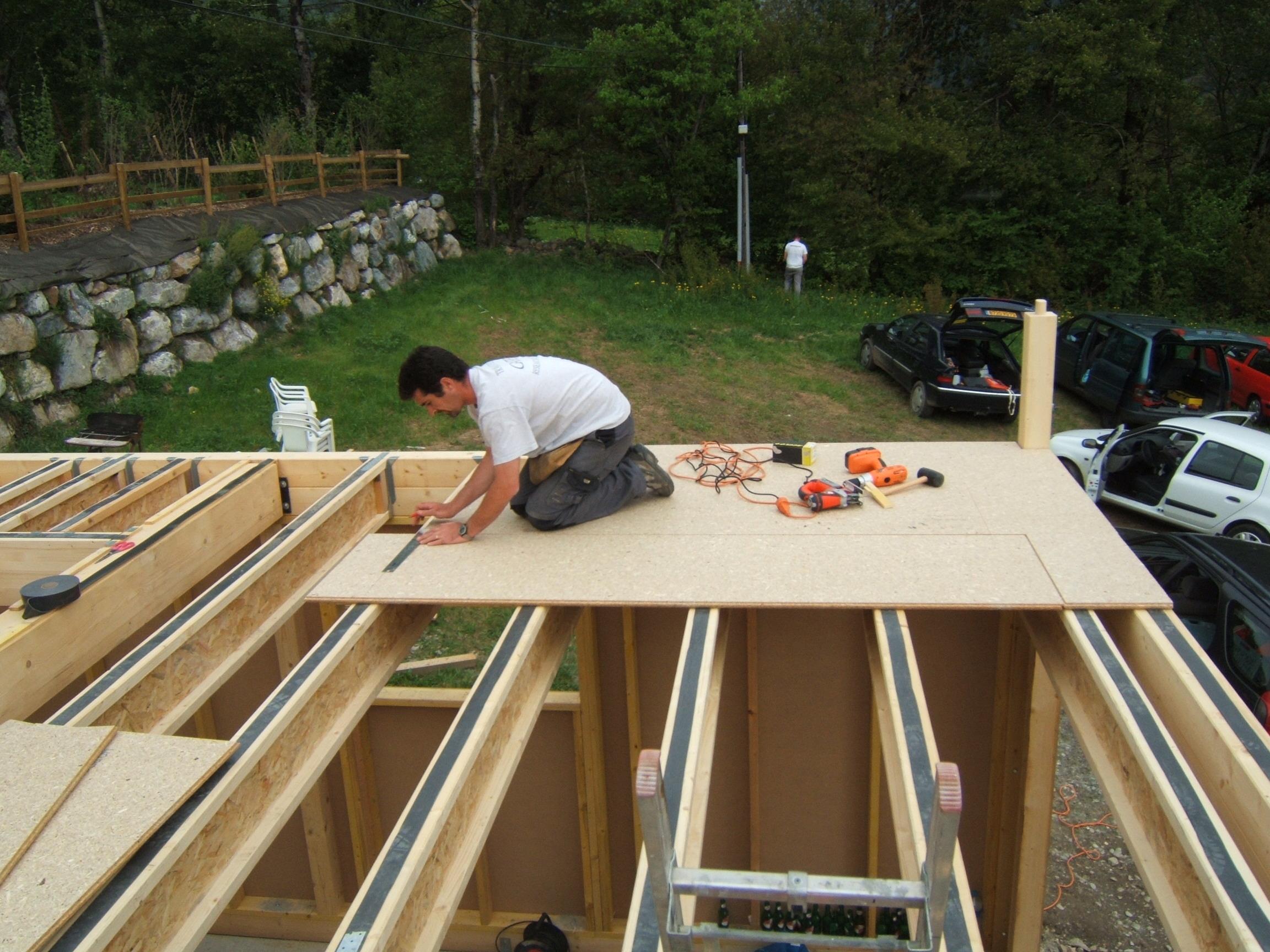 Notre maison ossature bois de a z montage de l ossature for Maison bois sur plots