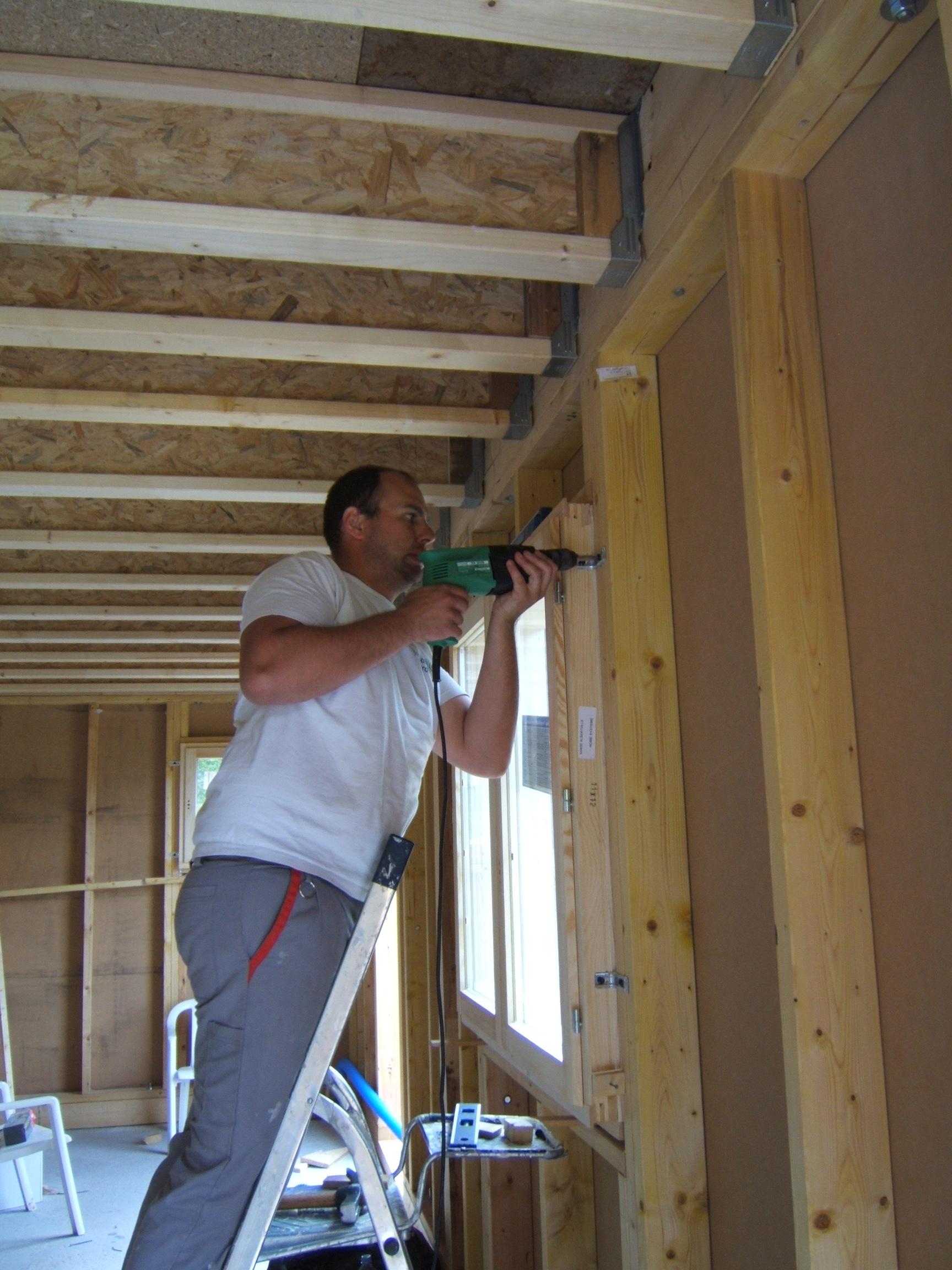 Notre maison ossature bois de a z montage de l ossature for Pose de fenetre sur ossature bois